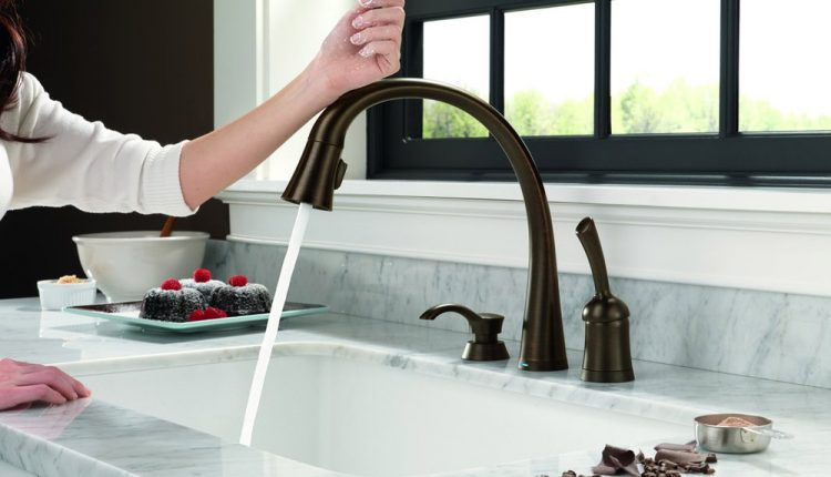 how does touchless faucet work