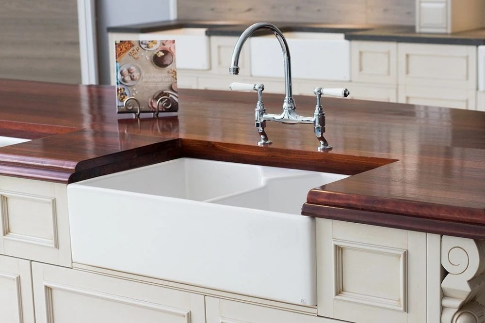 Farmhouse Sink Pros & Cons: Does Your Kitchen Deserve One?