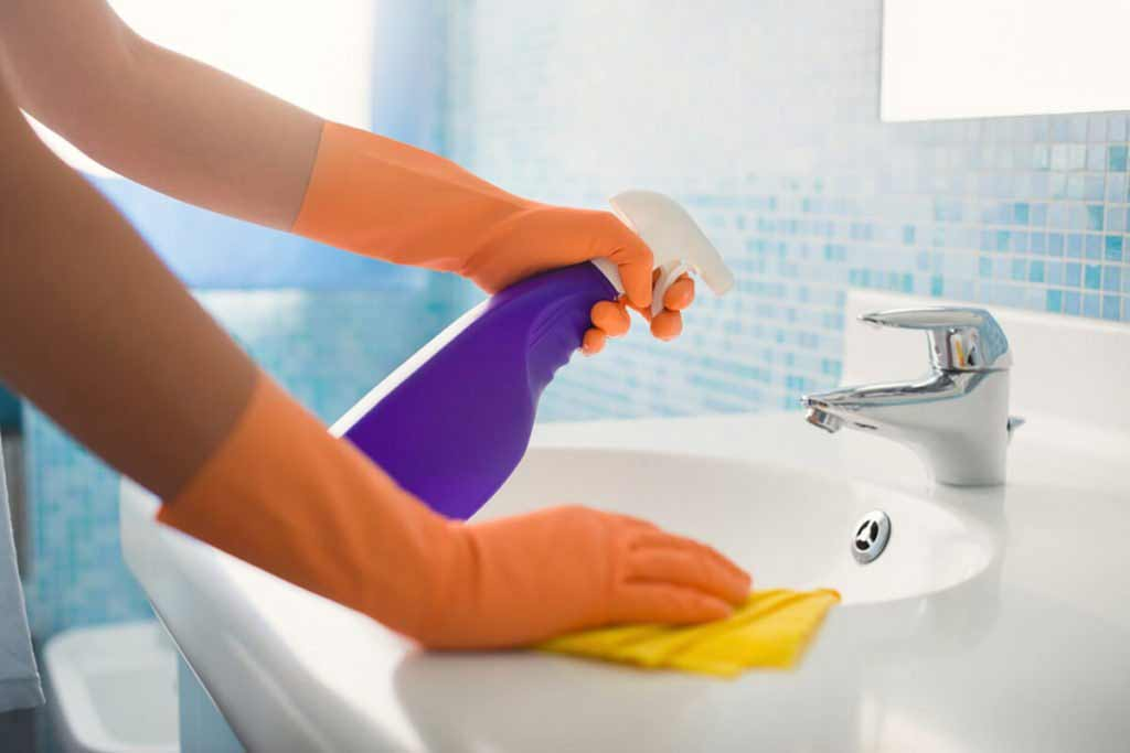 how to clean faucet